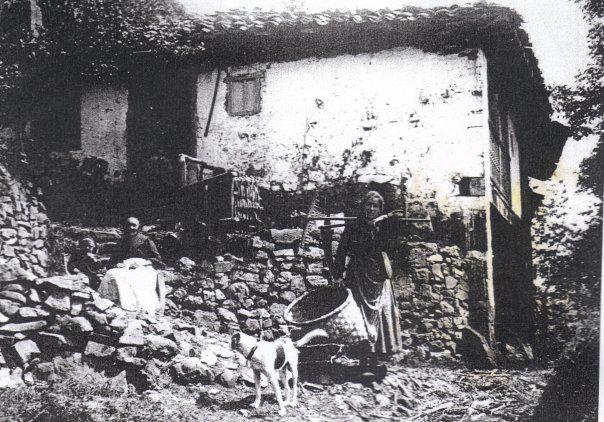 La casa antigua, antes de instaurar la cuadra de la polémica. La foto la hizo Florentino Martínez Torner en los años 10.