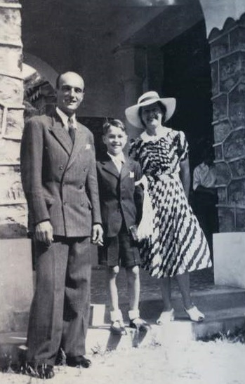 Jacques Chirac con sus padres. Año 1944